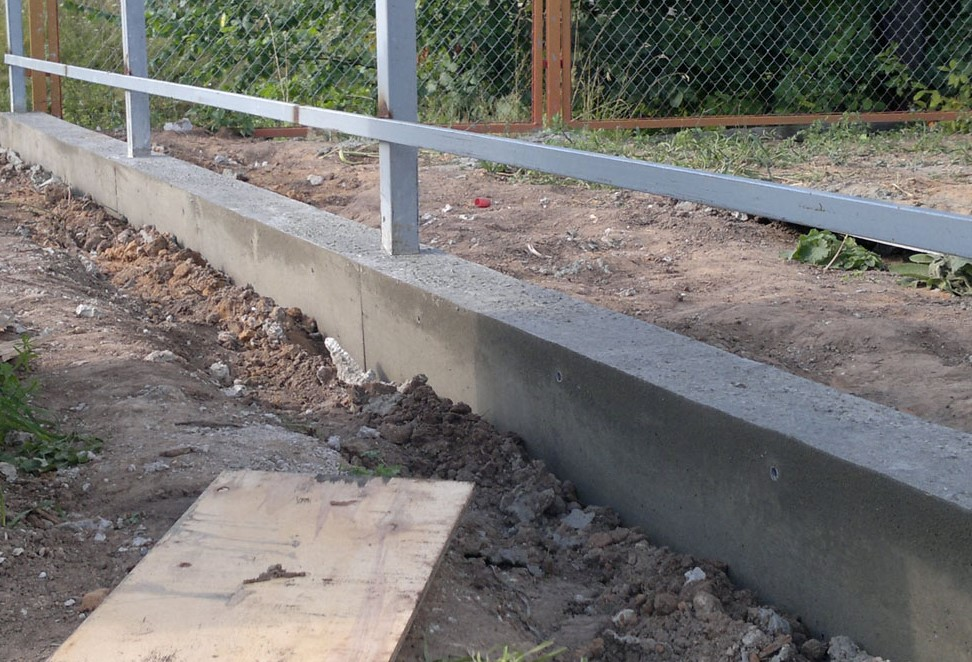 Фундамент для паркану